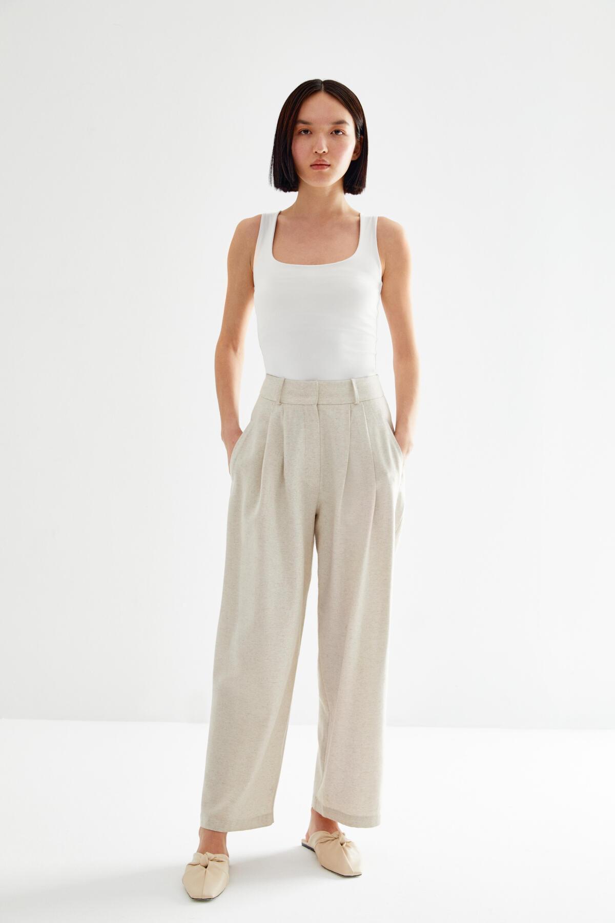 - LINEN PLEATED PANTS